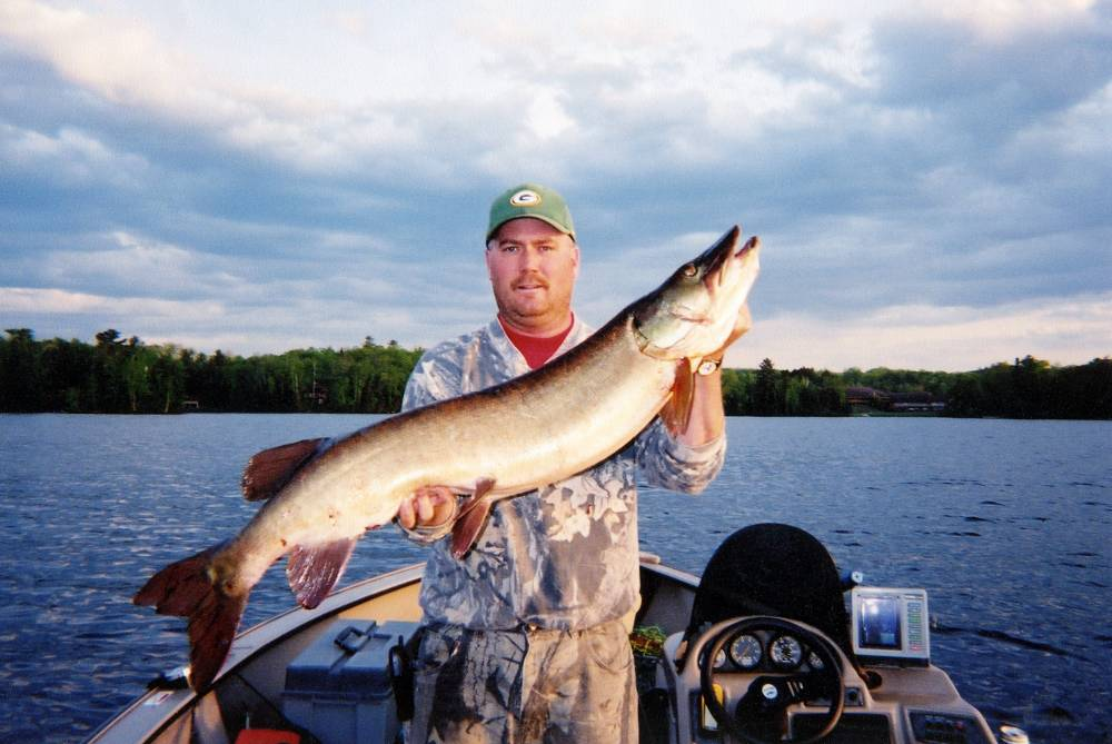 Hayward wisconsin fishing photos videos for Best fishing in wisconsin